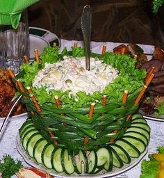 Green oinon basket salad Food Styling, Fruit And Vegetable Carving, Veggie Tray,… Green oinon basket salad Food Styling, Fruit And … Fruit And Vegetable Carving, Veggie Tray, Vegetable Salad, Creative Food Art, Food Carving, Food Garnishes, Edible Food, Food Displays, Food Decoration