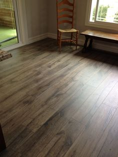 Loving the country cottage look in Caren B.'s room! Quick-Step Heathered Oak is beautiful in the space! #QuickStep #Oak #Reclaime #Laminate