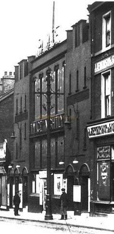 The Palace Theatre, Attercliffe, Sheffield - Courtesy Maurice Friedman, British Music hall Society Candid Photography, Street Photography, Cities In Uk, Sources Of Iron, Sheffield City, Cinema Theatre, South Yorkshire, Old Street, Theatres