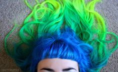 Bright turquoise hair leading to green than yellow tips