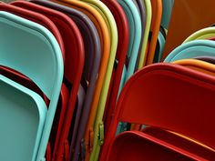 Cheap aluminum folding chairs look fantastic with a coat of paint - use them for parties indoors and out! I think I could fashion some nice cushions for these, too.