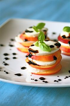 Nectarine caprese with honey balsamic reduction. Love this tasty twist on the usual caprese salad. Tapas, Balsamic Reduction, Partys, Appetizer Recipes, Appetizers, Caprese Appetizer, Organic Recipes, I Love Food, Delish