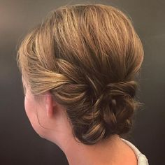 15 Super Chic Updo Ideas for Short HairWomen with short hair often find it difficult when it comes to updos. Updos hairstyles are chic Short Hair Updo, Braids For Short Hair, Cute Hairstyles For Short Hair, My Hairstyle, Boho Hairstyles, Curly Hair Styles, Low Updo, Hairstyles Videos, Creative Hairstyles
