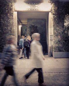 Passeggiata #milan #milano #milanodavedere #corsocomo10 #corsocomo #galleriasozzani #portanuovamilano #torino #roma #newyorkcity #london #berlin #dublin by kenkila