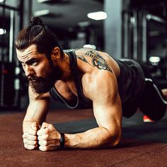 these isometric exercises you build muscle . You build muscle with these isometric exercises. Plus: You improve maximum strength, endurance and grip Pilates Workout, Fitness Workouts, Workout Plan Gym, Tips Fitness, Aerobics Workout, Planet Fitness Workout, Fun Workouts, Cardio, Quotes Fitness