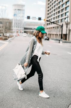 DETAILS: GREEN TRENCH (ON SALE UNDER $30 – SIMILAR HERE) | WHITE SLEEVELESS TOP (UNDER $50) | LEATHER LEGGINGS (SIMILAR HERE UNDER $100) | SNEAKERS (UNDER $100) | BASEBALL CAP (UNDER $20) Hap…