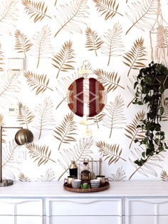 Have you ever tried a wallpapered bathroom or kitchen? Try a golden design, Fern Leaf peel&stick wallpaper looks great and elegant! #wallpaper #bathroomdecor #kitchendecor #ferns #fern #golddecor #goldcolor #goldideas #golden #decorating #homedesign #homedecor #homeideas #murals #muraldecor #wallmural