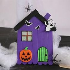 Fall Decorating 84971 A halloween DIY video to make a pretty haunted house made of wooden sticks. This manual Halloween activity is easy to do. This little house will make a nice decoration for the house on Halloween day. Diy Halloween Videos, Halloween Activities, Halloween Diy, Babysitting Activities, Halloween Decorations For Kids, Halloween Trees, Halloween Home Decor, Thanksgiving Diy, Craft Stick Crafts