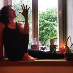 Window yoga @BabaJoga