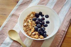 Receta de granola casera sin horno | Sin gluten | Frutos secos, semillas, quinoa hinchada | Ideal para desayunos Tostadas, Sin Gluten, Quinoa, Oatmeal, Breakfast, Food, Sweets, Vegetable Recipes, Oven