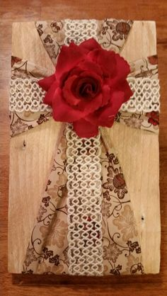 Fabric cross on wood Wooden Cross Crafts, Rustic Crafts, Wood Crafts, Crafts To Do, Diy Crafts, Burlap Cross, Picture Frame Crafts, Christian Crafts, Cross Art