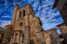 Impresionante, ¿verdad? Es la iglesia de San Román, en Ciraqui, gótica, con una preciosa portada ojival. Lugar de paso del #CaminodeSantiago que bien merece una visita pausada. (Foto: @filmanazu / Instagram) #Navarra