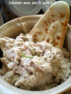 Rillette de poulet fumé Restes de poulet fumé 1 échalote 2 cuillères à soupe de boursin Ciboulette-échalote Ciboulette 40 g de beurre
