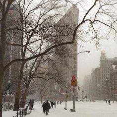 New York is finally feeling like winter today. This is an older photo we took of the Flatiron Building - we've always been an admirer of Alfred Stieglitz's classic Flatiron photograph hanging in the Metropolitan Museum. This is our homage to a master artist. #Flatiron #MetropolitanMuseum @FlatironNY @MetMuseum #Stieglitz #PrincetonPhotographer #HuangMenders To see insider views and behind-the-scenes follow us on Instagram: http://bit.ly/HMPhoto1 Facebook: http://bit.ly/HMPFB Wordpress…