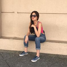 Michelle Vito Filipina, Kurt Cobain, Mom Jeans, Poses, Sunglasses, Pictures, Beauty, Girls, Style