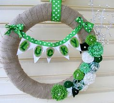 St. Patrick's Day Lucky Wreath Tutorial by Miss Lovie, interchangeable fabric flowers and bunting using velcro, tutorial for flowers, www.missloviecrea...