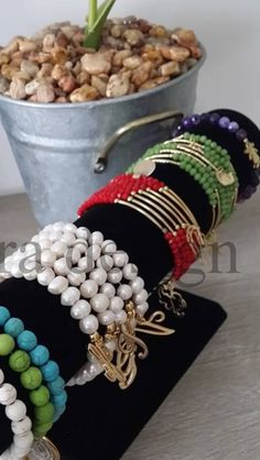 Semanarios Wire Wrapped Bracelet, Wrap Bracelets, Wire Wrapping, Napkin Rings, Jewelry Ideas, Beading, Jewellery, Sheet Metal, Bracelets
