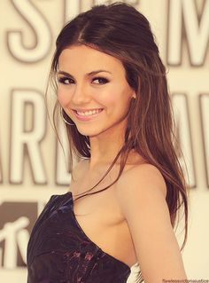 makup and hair color victoria justice site:tumblr.com - Pesquisa Google