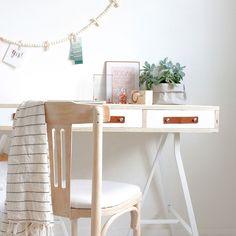 Zelf een bureau maken met leren greepjes | Stek Magazine | DIY workspace | Studio Gewoon Thuis