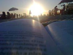 um tarde linda um bom lugar para ler um livro  na  praia da Barra da tijuca- Rio de Janeiro- RJ