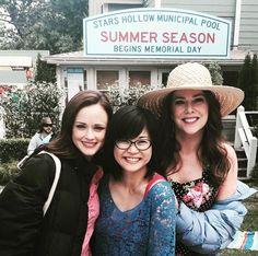 Gilmore Girls starring Alexis Bledel, Keiko Agena, and Lauren Graham Gilmore Girls Cast, Gilmore Gilrs, Gilmore Girls Quotes, Lorelai Gilmore, Gilmore Girls 2016, Gilmore Girls Tattoo, Rory Gilmore Style, Stars Hollow, Lauren Graham