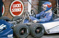 Patrick Depailler (FRA) (Elf Team Tyrrell), Tyrrell P34 Kyalami, 1977.