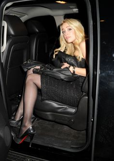 Amber Heard in pantyhose Pantyhose Outfits, In Pantyhose, Aquaman, Amber Heard, Young Marilyn Monroe, Girls Driving, Black Stockings, Car Girls, Classy Women