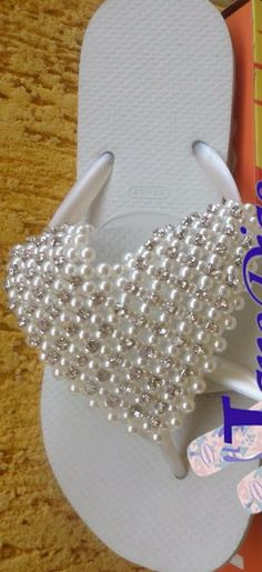 Anything to dress up a flip-flop! Beaded Sandals, Beaded Jewelry, Jewelry Patterns, Beading Patterns, Bead Crafts, Diy And Crafts, Decorating Flip Flops, Flower Shoes, Flip Flop Shoes
