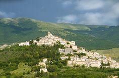 Trevi, Umbria, fotografia di Tom Kelly, via Flickr            Tour nella Valle Umbra sulla ciclabile tra Spoleto ed Assisi     http://blog.viaggiverdi.it/2013/09/tour-nella-valle-umbra-sulla-ciclabile-tra-spoleto-ed-assisi/