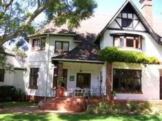 Rondebosch Cape Town self catering holiday house  http://capeletting.com/southern-suburbs/rondebosch/tudor-house-210/