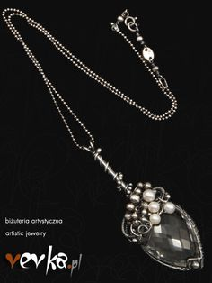 Materials: rock crystal, pearls, fine and sterling silver.