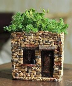Check out this Fairy House Flower Pot by T .-Schau dir diese an! Fairy House Flower Pot von Top Collection – Paalu Hamie Style – Diy Look at this on! Fairy House Flower Pot from Top Collection – Paalu Hamie Style – - Garden Crafts, Garden Projects, Diy Crafts, Garden Ideas, Fairy Garden Houses, Fairy Gardening, Fairies Garden, Container Fairy Garden, Fairy Garden Plants