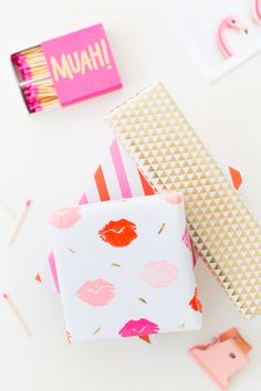 Nothing says I love you like a ton of kisses! on your gift wrap. Make this DIY lip patterned gift wrap for your love or Galentine this year! Homemade Valentines, Valentines Day Party, Valentine Day Gifts, Valentine Desserts, Diy Valentine, Valentine Cookies, Valentine Decorations, Creative Gift Wrapping, Creative Gifts