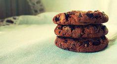 Low Carb Rezept für Chocolate Chip Protein-Cookies. Wenig Kohlenhydrate und einfach zum Nachkochen. Super für Diät/zum Abnehmen.