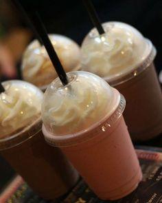 Smothie chất lượng nhưng giá hạt dẻ lắm nhé! Địa chỉ: K.Up Coffee To Go - 103 Hoàng Hoa Thám Tối mát trời chọn một quán nhỏ để ngồi lại chém gió với bạn bè hay mua mang đi thì K.Up cũng là lựa chọn khá okie nha cả nhà. Menu phong phú có bán cả đồ ăn vặt nữa nha. Giá trung bình: 15-25k -------------- Hashtag #foodydanang khoe ảnh đẹp để Ad like kịch liệt nào!  #foodydn #foodyvn #foody #foodydanang by foodydanang