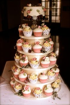 Just beautiful....a mixture of color, texture and of course delicate cupcake wrappers....perfect!  www.getcupcakepants.com