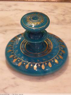 Flacon à parfum, opaline turquoise, décor à l'or, époque Charles X