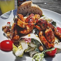 To really get into #holidaymood I explore the city I live in #likeatourist. Take a look into my Instastory.  #Onmytable #cesarsalad with Chicken #yummy  #welovehh