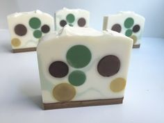 Technique which creates polka dotted soap. Scented with Dark Rich Chocolate, Espresso, and peppermint essential oil, all from Brambleberry. Moka, Soap Tutorial, Peppermint Mocha, Soap Maker, Cold Process Soap, Soap Recipes, Home Made Soap, Handmade Soaps, Challenges