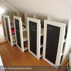 Die Container sind genau an die Schräge angepasst, jeder kann einzeln ausgezogen und bestückt werden. Wenn die Container geschlossen sind, ist der Raum nicht…