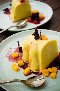 Gelatina de Mango con Salsa de Jamaica