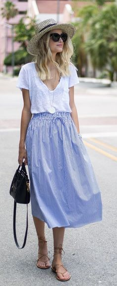 Midi blue skirt, loose tee, sandals and a bag - LadyStyle