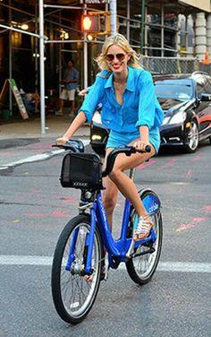 Street-Style  /  Cycle Chic  /  Carolina Kurkova