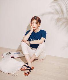 Korean Daily Fashion-Simple Look🔹Photo credits: Common-unique Urban Fashion, Daily Fashion, Retro Fashion, Korean Fashion Trends, Korean Street Fashion, Bora Lim, Fashion Essay, Smart Casual Women, Fashion Silhouette