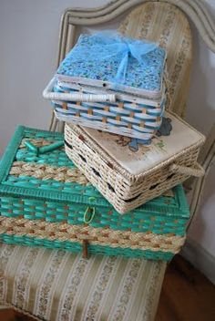 Vintage sewing baskets Sewing Kits, Sewing Box, Sewing Baskets, Craft Rooms, Tins, Vintage Sewing, Contents, Scissors, Shower Ideas