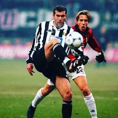 Zidane whilst at juventus - what a class act he was #zidane #zinedinezidane #juventus #seriea  #italy #italianfootball #calcio #football #footballplayer #retro #retrofootball #vintage #vintagefootball #90s #90sfootball #legend #soccer