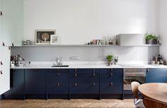 Modern   ombiaiinterijeri blue kitchen