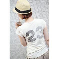 【Lemite】伸縮性の高いコットン素材を使った半袖Tシャツです。 ネックラインと袖のダメージ加工でヴィンテージ感をプラス☆ バックに入った大きなナンバリングがワンポイントに♪ ナチュラルなウォッシュカラーが魅力的なスリムTシャツ!