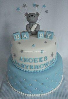 Baby boy babyshower cake with a teddy bear on top and stars at the site Baby jongen Babyshower taart met boven op een teddy beer en aan de zijkant sterretjes jongen