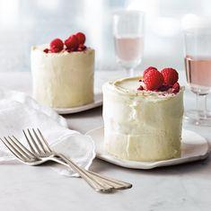 Champagne and Raspberry Mini Cakes Recipe - ♥ Valentine's Day ♥ - Cake Recipes Mini Desserts, Just Desserts, Mini Cake Recipes, Sweets Recipes, Cheese Recipes, Brunch Recipes, Mini Cakes, Cupcake Cakes, Sheet Cake Pan